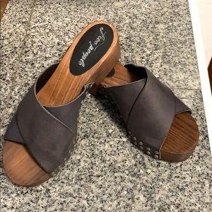 NWOB Free People black leather sandal clog